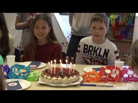 257ers - Holz (Official HD Video)из YouTube · Длительность: 3 мин34 с