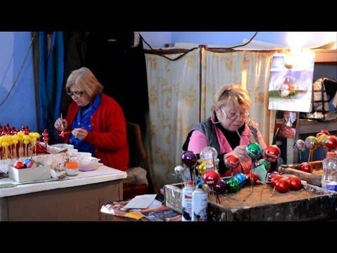Bulgarie Des Boules De No L Artisanales En Verre Souffl Youtube