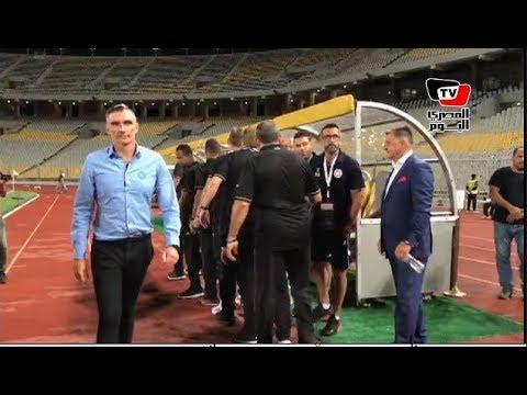 المصري اليوم:كارتيرون وجهاز الأهلى يتجهون لمصافحة دكة النجمة اللبناني قبل بداية المباراة