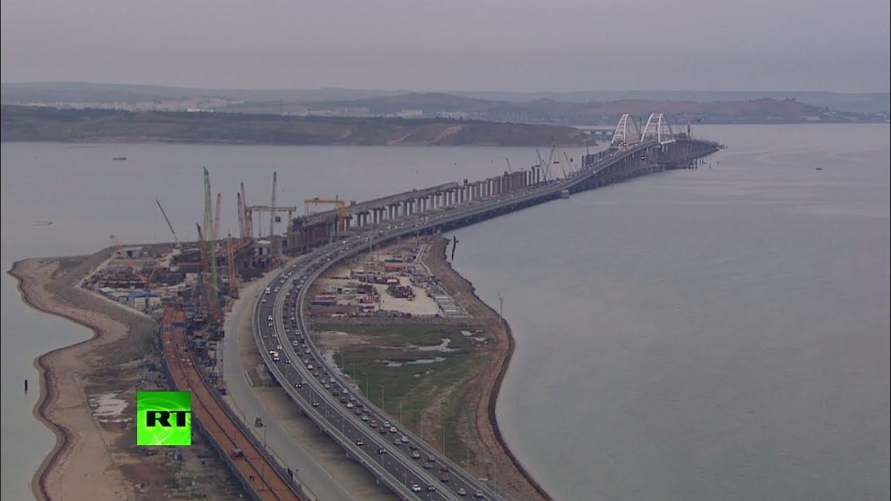 Крымский мост открыли для движения легковых автомобилей