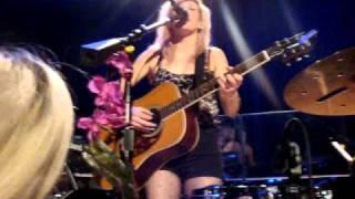 "Ellie Goulding LIVE ""I Wish I Stayed"" Acoustic"