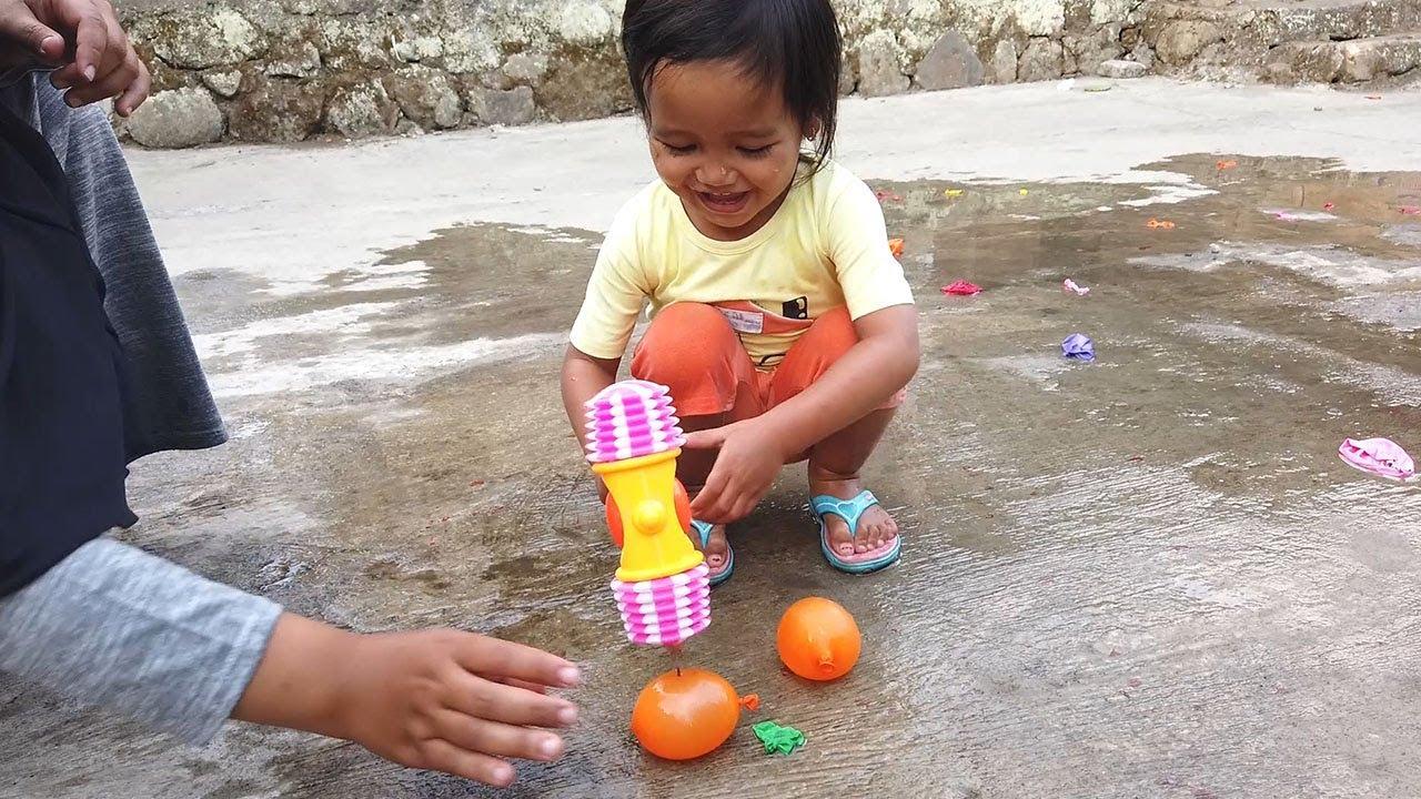 AFSHEENA BERNYANYI FINGER FAMILY SONG Belajar Warna Dengan Balon Lucu \u0026 Meletuskanya