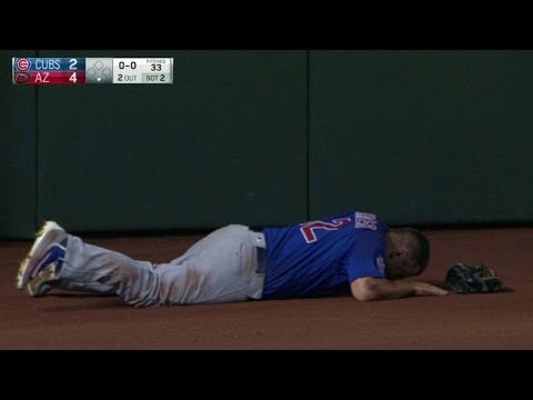CHC@ARI: Schwarber exits the game after collision
