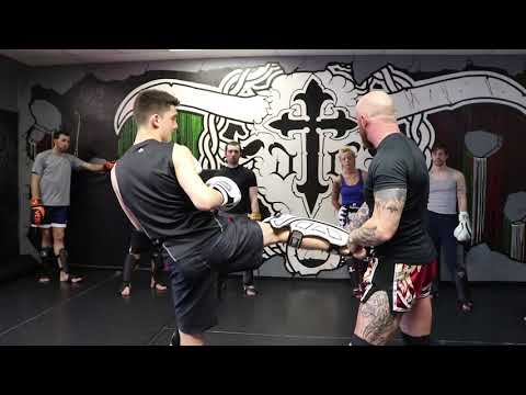 Iron Tiger Muay Thai: Kru Clinton Smith Teaching a Muay Thai