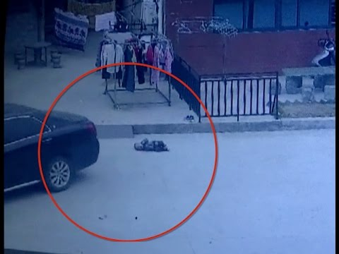 Two-year-old Survives Car Accident in East China