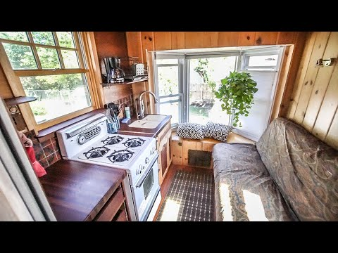 Carpenter Builds Tiny House Truck With 80% Recycled Materials On A Truck Frame - Full Tour