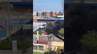Auto prende fuoco presso il distributore Ip di Bisceglie