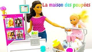Evi fait des courses toute seule. Vidéo en français avec Barbie et les autres poupées.