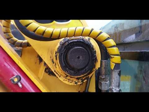 Заварил трещину на передний стреле экскаватора погрузчика New Holland LB 115 B