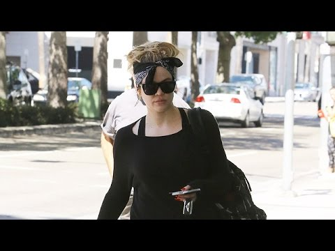 X17 EXCLUSIVE: Khloe Kardashian Rocks Workout Attire For Errand Running