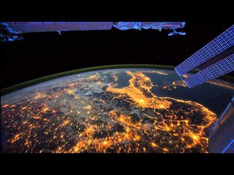 Вид ночью из космоса на планету Земля - красота.720.