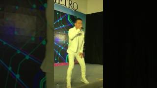 04/03/2017 Tuấn Hưng biểu diễn tại Aeon Mall Long Biên Hà Nội