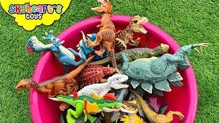 DINOSAURS FIGHT in Tub! Skyheart's Toy Dinosaurs for kids Trex Raptor