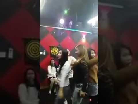Beginilah suasana di dalam room karaoke pati