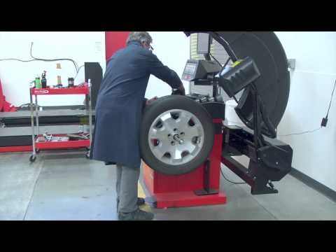 SCC Automotive Training - John Bean BFH1000 Wheel Balancer