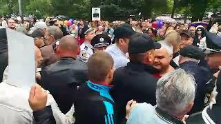 """В Мелитополе митинг """"Бессмертного Полка"""" закончился дракой: полиция просила снять георгиевские ленты"""