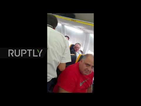 Spain: Racial abuse passenger on Ryanair flight keeps his seat