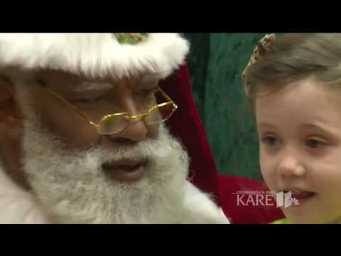 Mall of America welcomes 1st black Santa