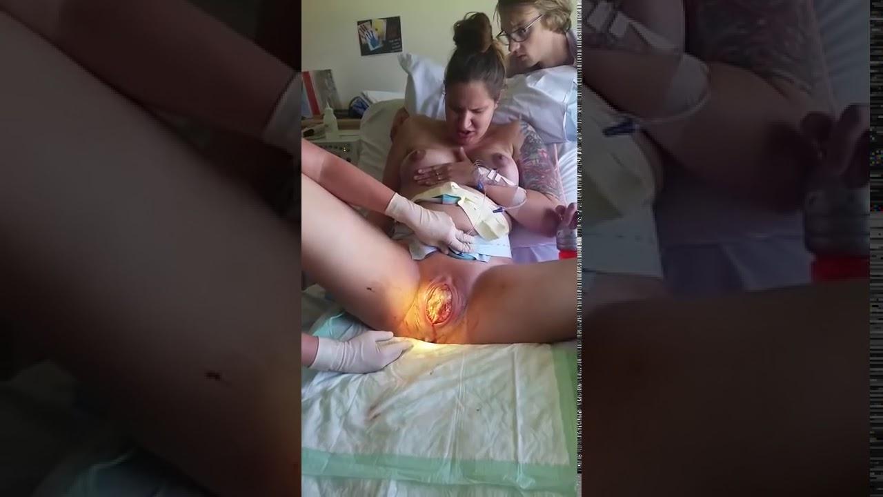 Роды женщины вне больницы через вагину