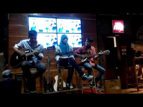 CRUDE PLAY - Sotsugyou Accoustic Version [Cover by Vergazenth] at Djagongan Cafe (02/04/2016)
