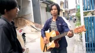 Dadali (di saat aku pergi) pengamen bersuara emas di depan Mess Polimarim AMI Makassar di jakut