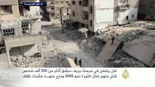 سكان حرستا يعانون من قصف النظام