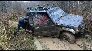 Mitsubishi Pajero, Toyota Land Cruiser 70, UAZ Hunter в болоте