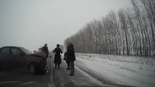Смотреть видео Авария на трассе М7, 31.12.2019, Дюртюли Таймурзино Атсуярово, 1235км автодороги Москва-Уфа онлайн
