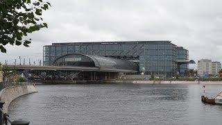 Viel los auf dem Berliner Hauptbahnhof - von der Northrail 352 bis zum ICE-TD