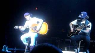 Justin Bieber & Dan Kanter on guitar Hawaii