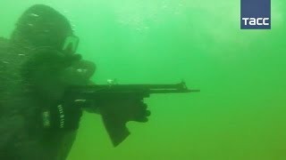 Автомат АПС: морской спецназ Балтфлота применил подводное оружие на учениях