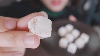 [먹여주는 ASMR] 모찌젤리 먹여줄까요?ㅣ찹쌀떡젤리ㅣFeeding ASMRl Mochi-Jelly