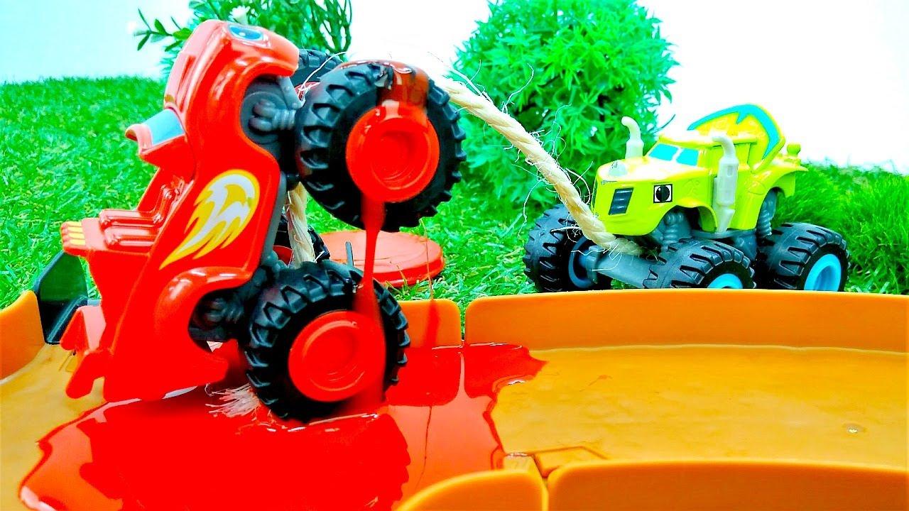 ¡Crusher hace trampa en la carrera! Historias con coches de juguete Monster Machine