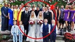 Si miras atentamente a la foto descubriras porque esta boda exploto el internet