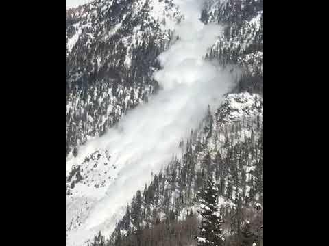 Explosive Triggered Avalanche near Jones Pass
