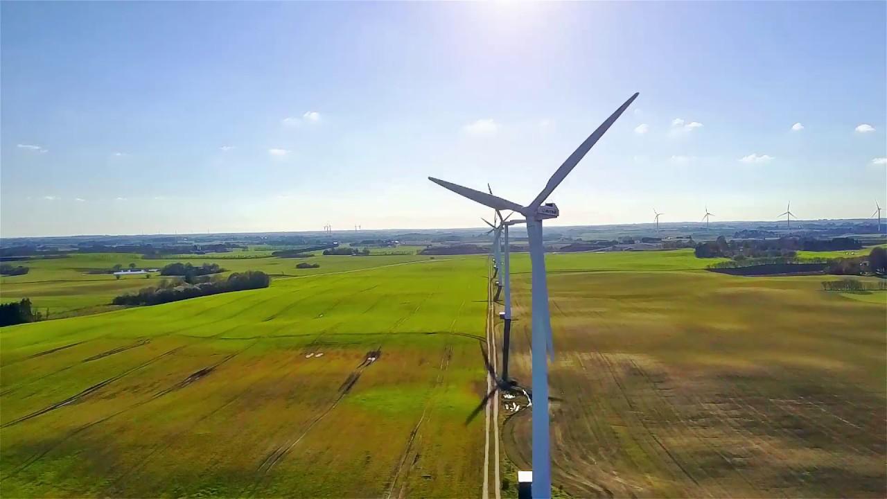 Over vand og vindmøller