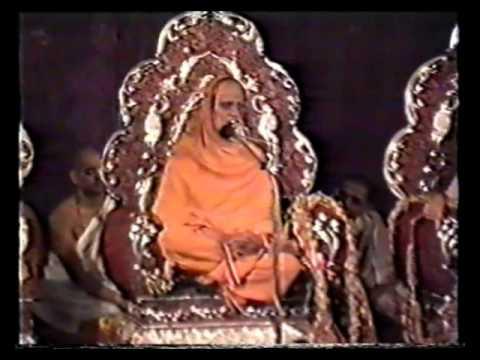 Talk by Shree Raghavendra Bharathi during Shishya Parigraha (Shree Raghaveshwara Bharathi)