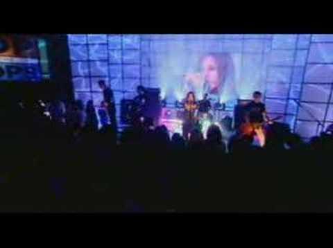 2002 - 10-11 - Avril Lavigne - Complicated (Live @ TOTP)