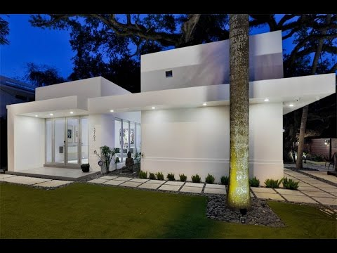 Spacious Modern Estate in Miami, Florida