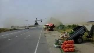 Военный вертолет приземлился прямо на трассу в Запорожской области 17.08.2016(, 2016-08-18T08:53:54.000Z)