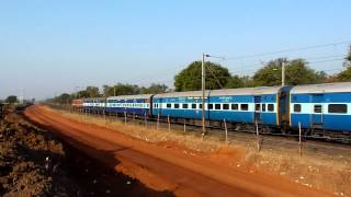 Wap-4 Tamil Nadu Express Enjoys The Roller-coaster Ride Near Bhopal!