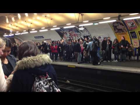 Un samedi soir dans le métro de Paris / A Saturday night in Paris metro