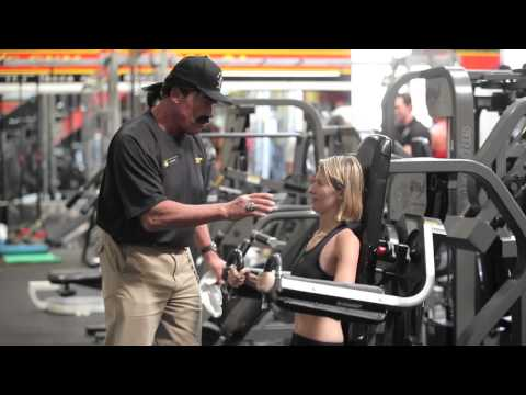 Arnold-works-undercover-in-golds-gym-prank
