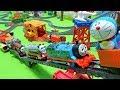 機関車トーマスとマーリンがジャイアンに追いかけられてドラえもんと消防車フリンが助けにいくよぉ~♪ゆうぴょん♪♪2061