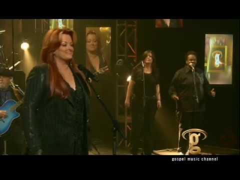 Wynonna sings