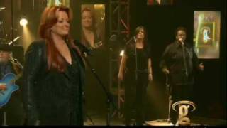 "Wynonna sings ""I Hear You Knocking"" - Front Row Live"