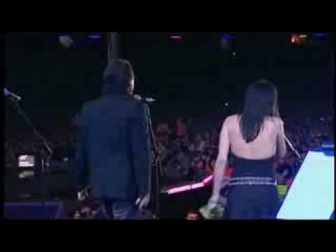 The Corrs & Bono - When the Stars Go Blue (Live)
