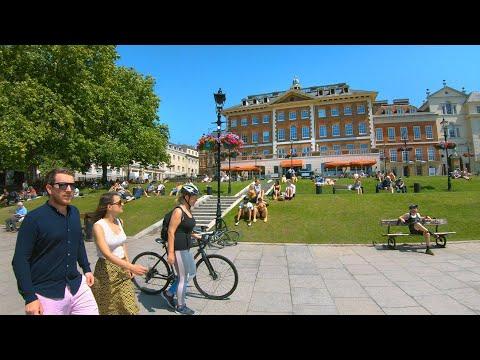 Greater London's RICHMOND RIVERSIDE, Town Centre & Station Walk