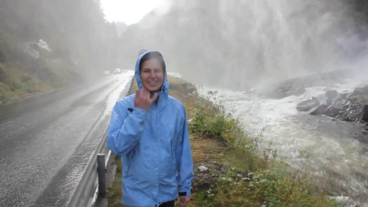 Водопады в Норвегии!  Стоить посмотреть.