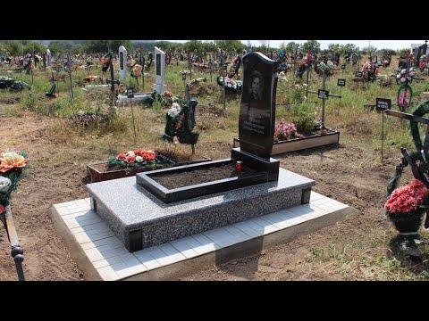 Памятник с плиткой на могилу кладбище в Бельцах